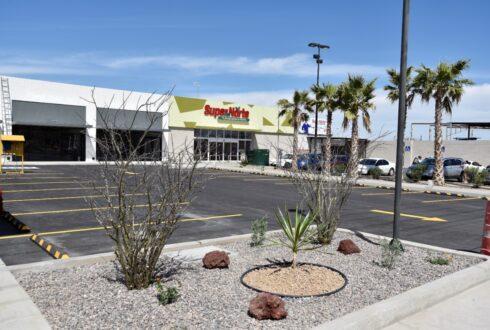 Conjunto Plaza Comercial Altares y Tienda de Conveniencia